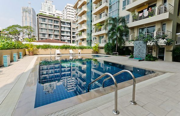 serene-place-sukhumvit-24-swimming-pool